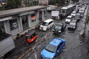 kondisi-kawasan-jalan-gunung-sahari-pademangan-yang-terendam-_130617172204-843